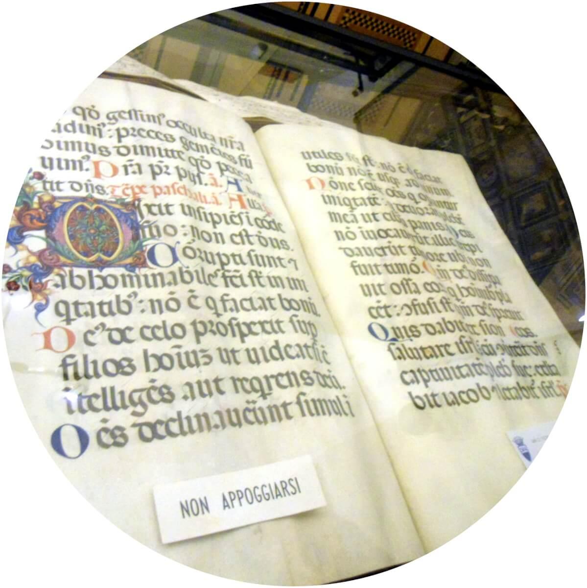 βιβλίο στη σιένα ιταλία