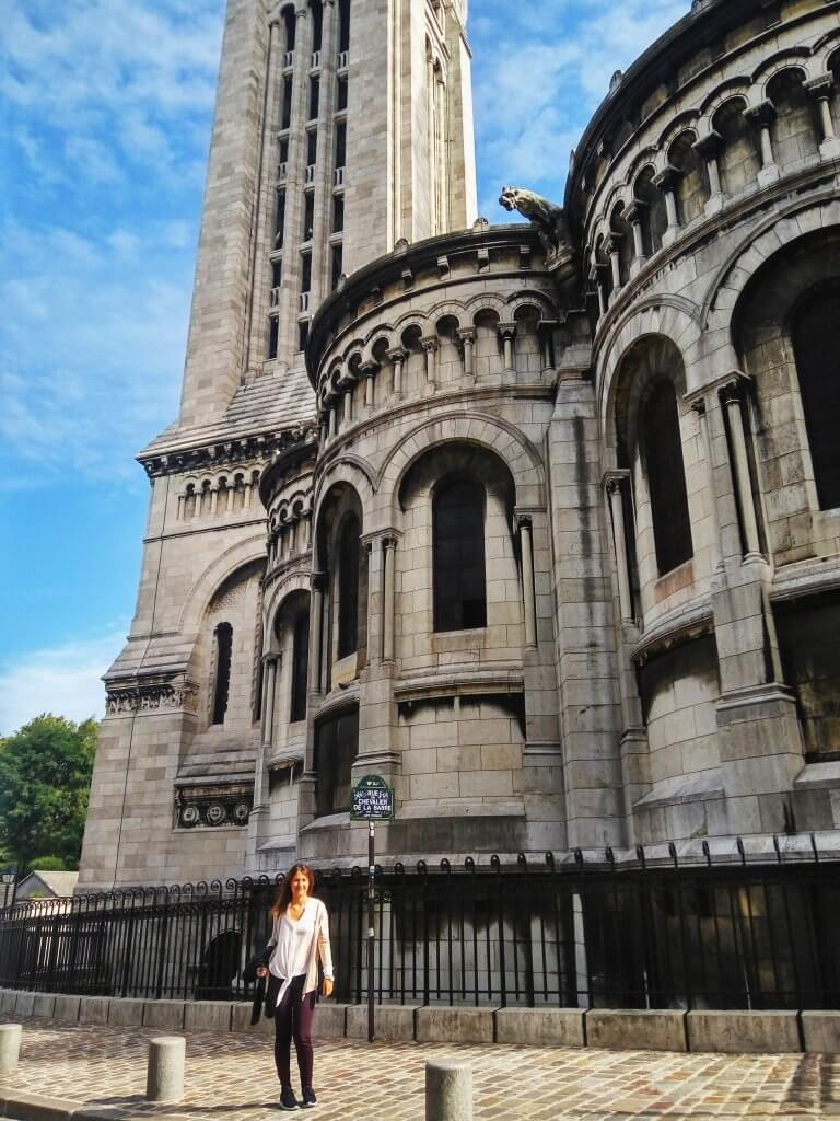 girl in front of sacre couer church in montmartre