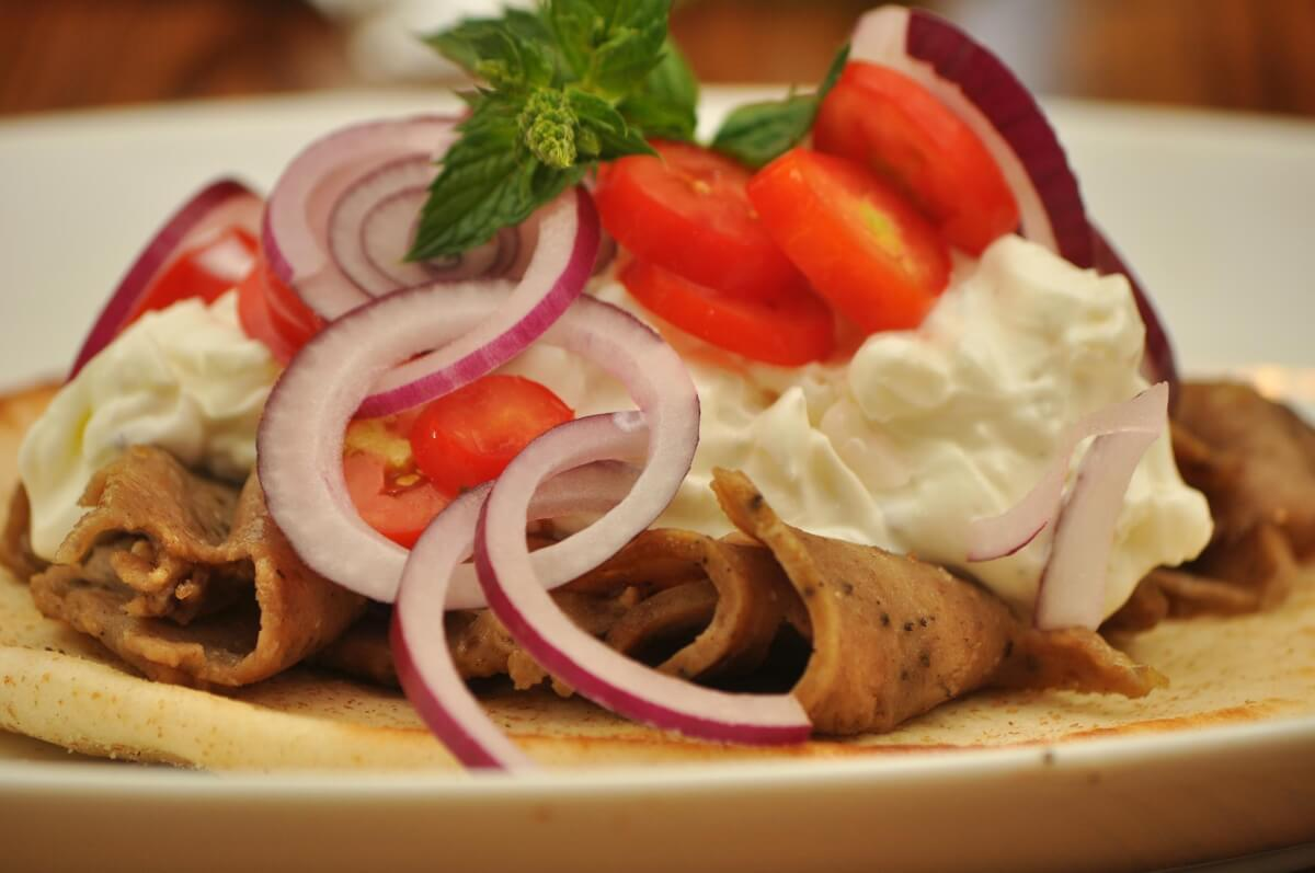 Gyro_on_pita_bread_with_toppings