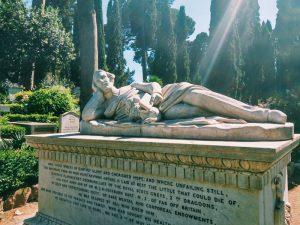 Αγάλματα, ποιήματα και έργα τέχνης στο κοιμητήριο των καλλιτεχνών