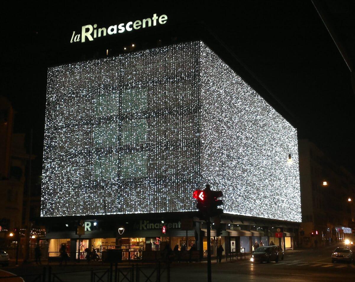 La_Rinascente_di_Via_Fiume,_palazzo_con_addobbi_natalizi