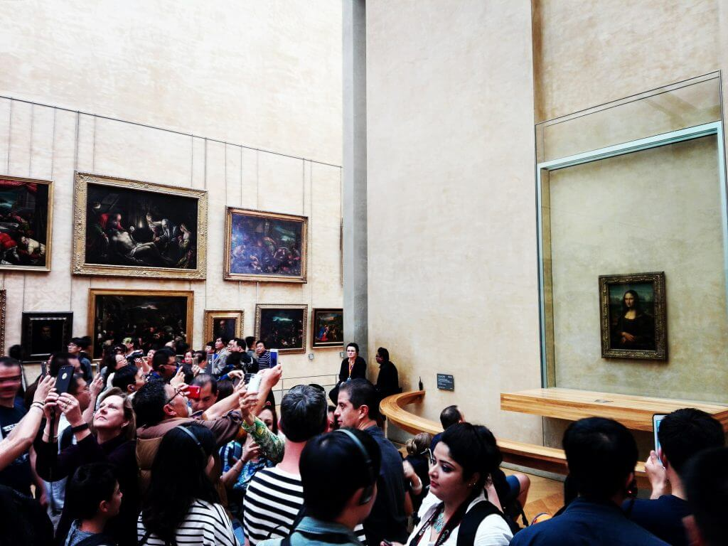 Mona lisa room at louvre