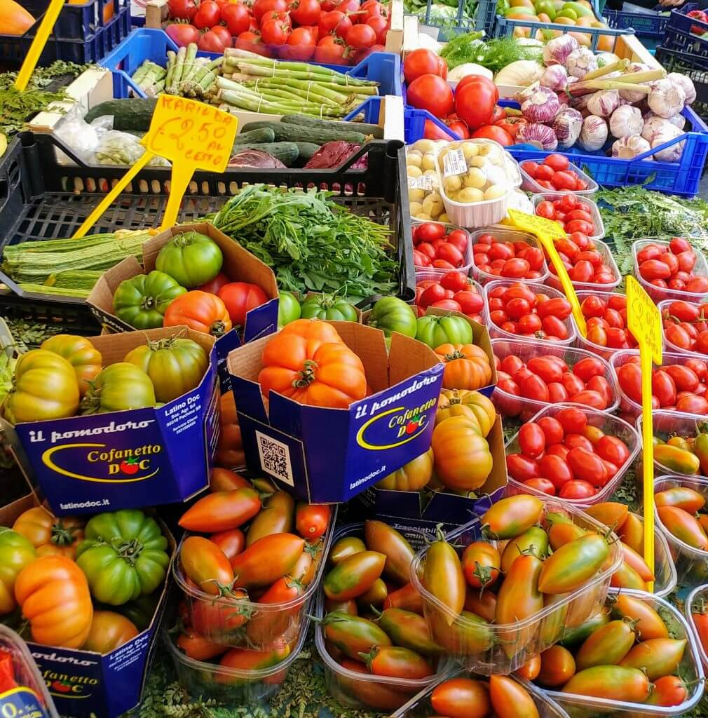 φρούτα και λαχανικά στη αγορά της campo dei fiori