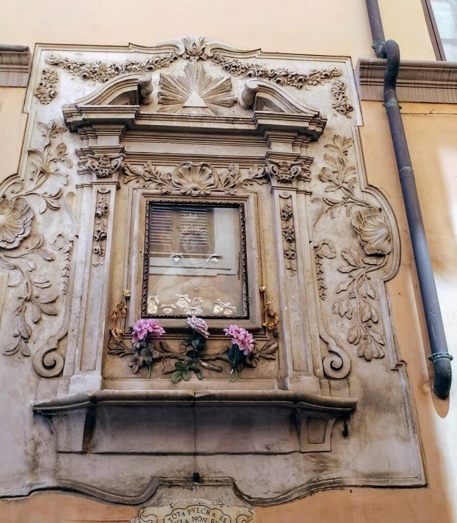 γωνία αφιερωμένη στη Παναγία στη campo dei fiori
