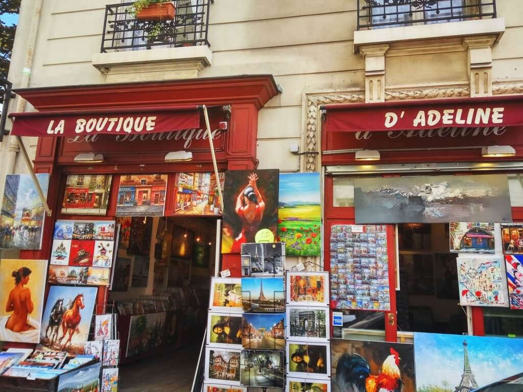 travel blogger in montmartre paris