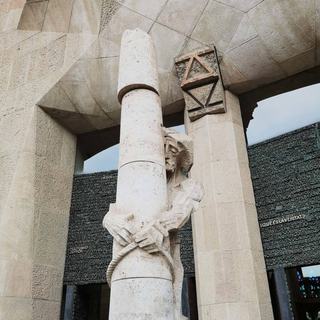 details from outside of sagrada