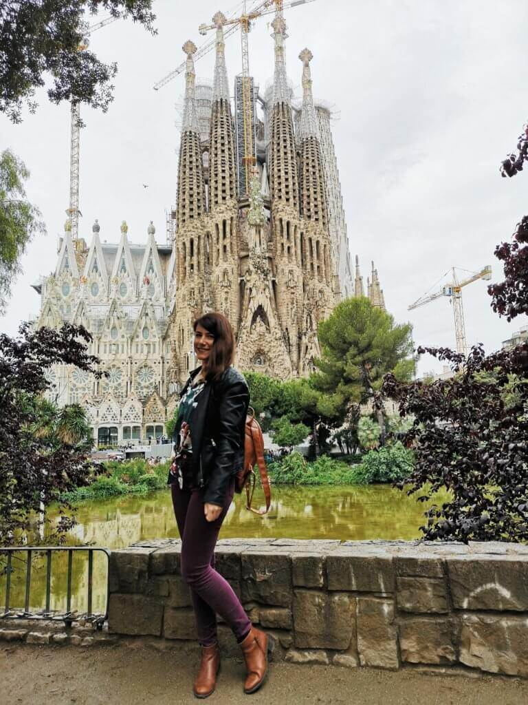 girl infront of sagrada familia in barcelona