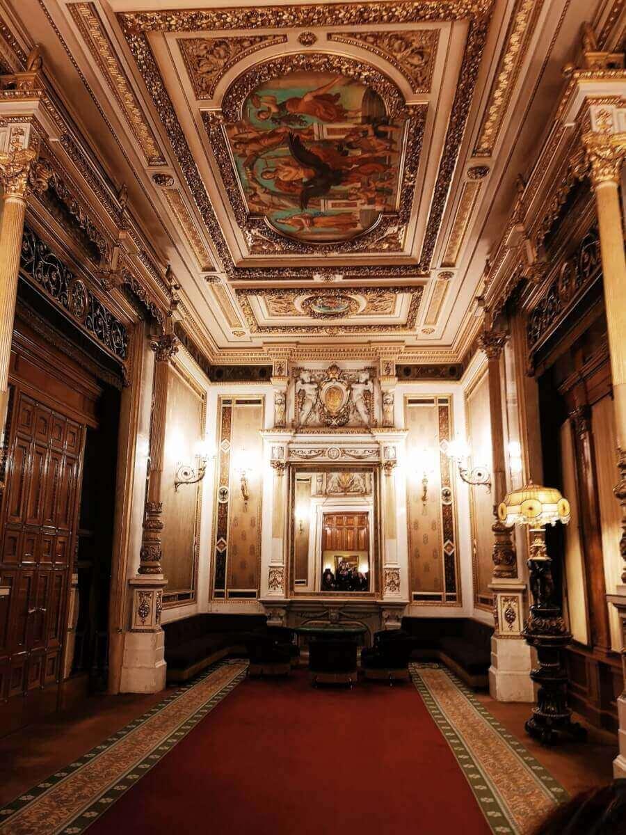 inside opera vienna
